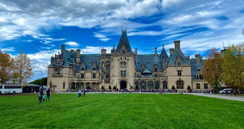 Crowds of people enter the huge mansion on the Biltmore Estate